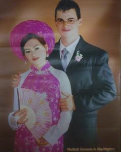hojně užívaná retuš ve Vietnmu na této fotce plakátu jižnaštěstí není vidět